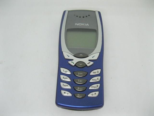 Nokia 8250 đẳng cấp mãi mãi màu Xanh Dương