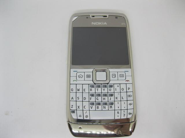 Nokia E71 huyền thoại Qwerty của Nokia màu Trắng
