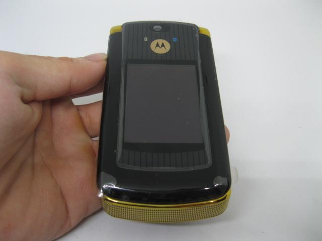 Motorola V8 Luxury sang trọng cổ điển màu Vàng