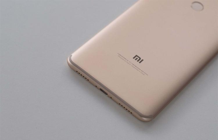 Đánh giá Xiaomi Mi Max 2 có hoàn thiện hơn Xiaomi Mi Max không