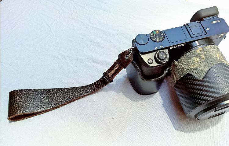 Trên tay Dây máy ảnh đeo tay SEN – Đa năng và nghệ sĩ hơn dây đeo cổ
