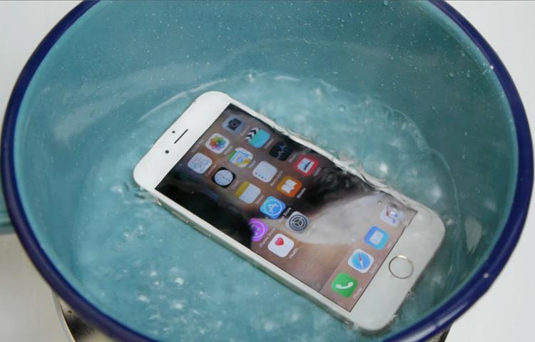 Hướng dẫn những cách giải quyết khi chiếc Smartphone bị vào nước