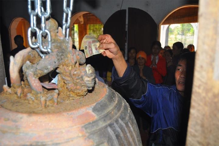Phát hiện Chuông cổ khắc voi chiến, rồng phục tại Đền bà chúa Ngọc Chi – Hưng Yên