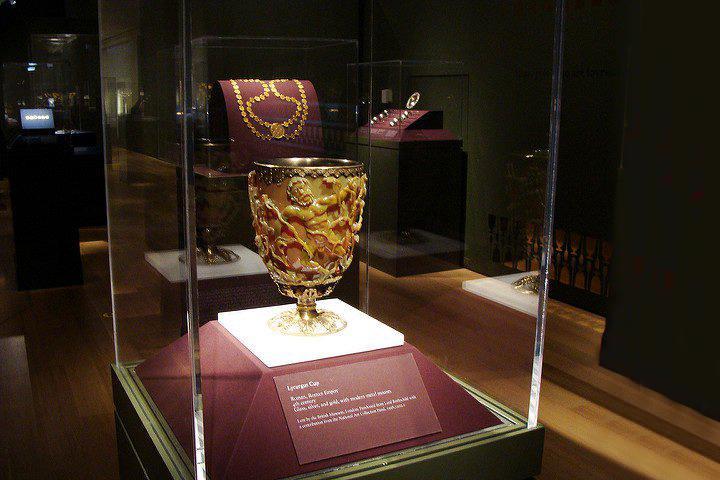 Ly Lycurgu đầy vẻ sang trọng thay đổi màu sắc khi được thắp sáng vào thế kỷ thứ 4 sau công nguyên