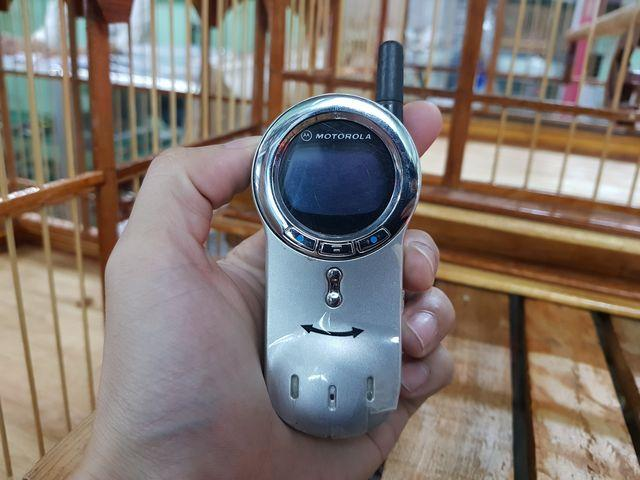 Motorola V70 màu bạc nguyên zin thay vỏ đẹp 98% Ms 2204