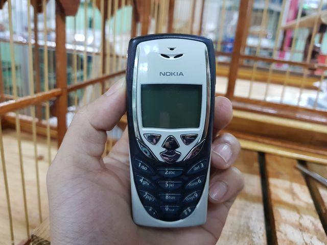 Nokia 8310 nguyên zin chính hãng màu trắng đen đẹp 96% MS 2213