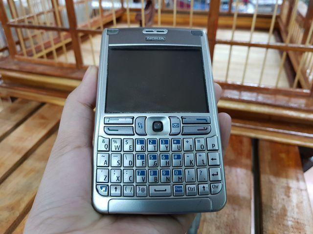 Nokia E62 màu bạc nắp xám zin đét cực ngầu đẹp 97% - Ms 3008