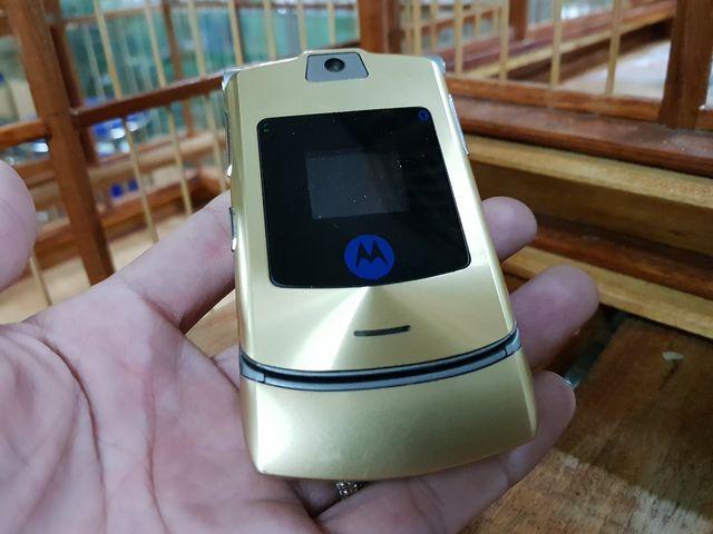 Motorola V3i màu Gold nguyên zin từ đầu đến chân đẹp 95% MS 3047