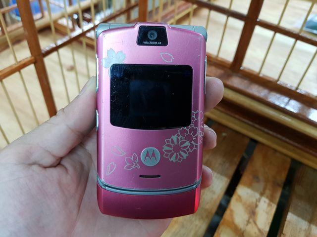 Motorola V3 màu hồng nguyên zin không thẻ nhớ dẹp 97% MS 3037