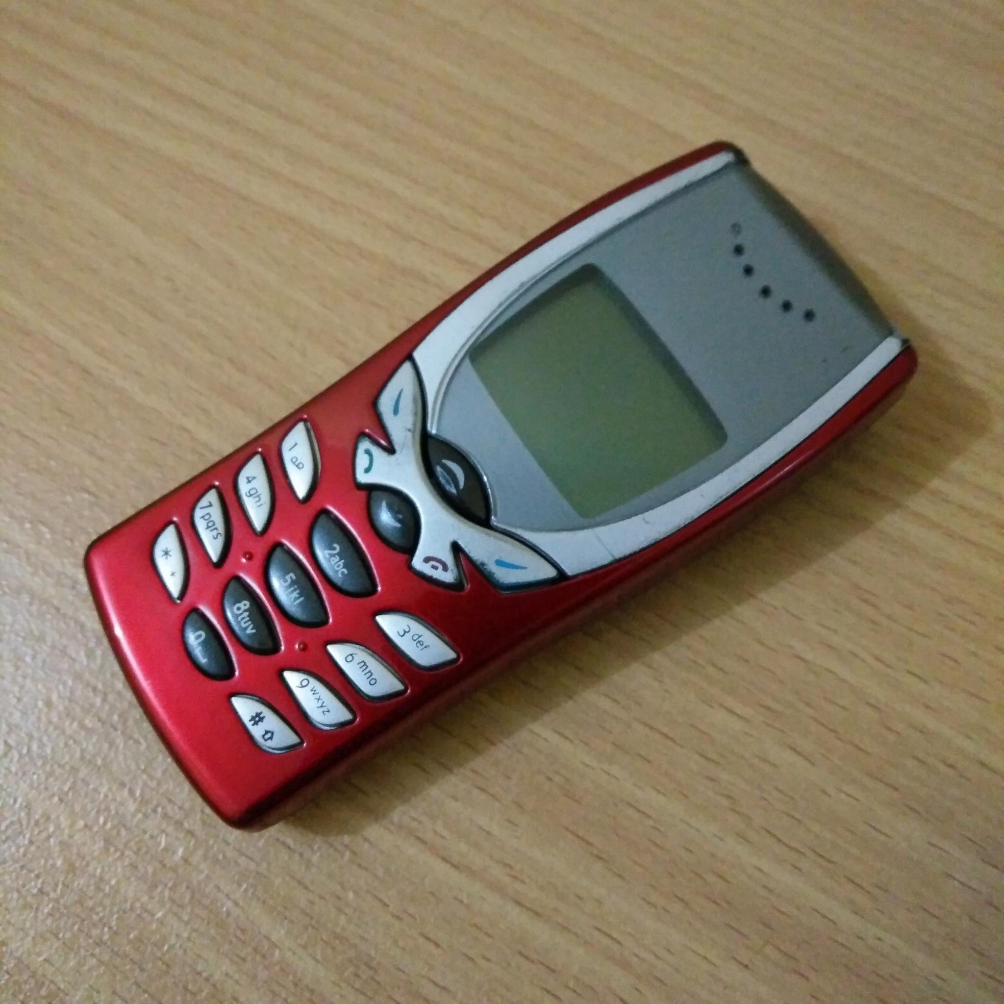 Nokia 8250 màu đỏ điện thoại nguyên zin hàng chính hãng - Mã số V012