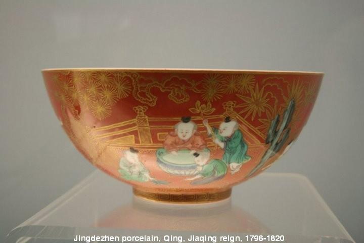 Ngắm nhìn những cổ vật cực kỳ hiếm của các triều đại nhà Thanh đang được trưng bày