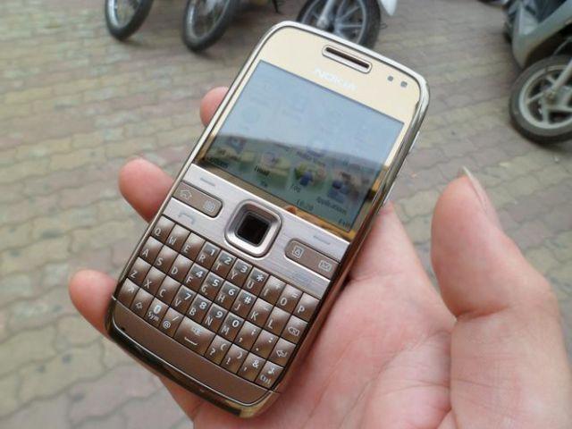 Nokia E72 màu đồng nguyên zin thay vỏ - Ms V038
