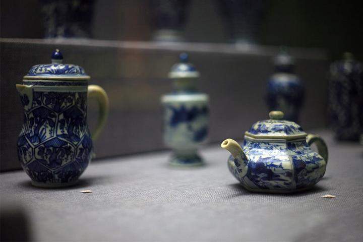 Cổ vật trên những con tàu cổ bị đắm tại biển Đông Việt Nam đang được trưng bày