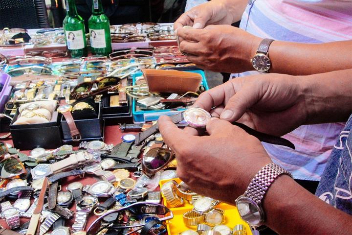 Chợ đồ cũ nơi chuyên bán những sản phẩm mà không ai ngờ đến được