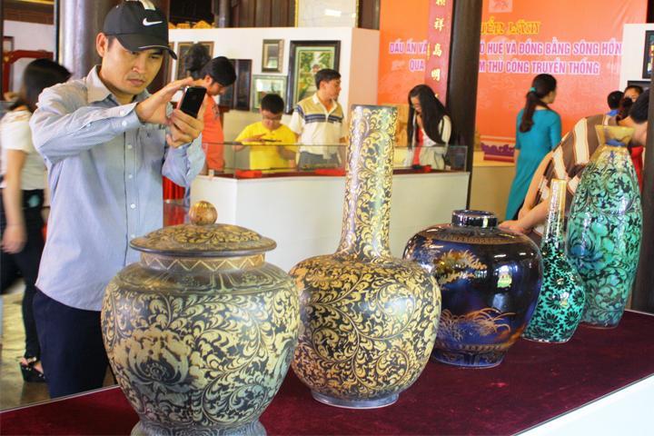 Những cổ vật cổ xưa được tìm thấy và được trưng bày cho mọi người tham khảo