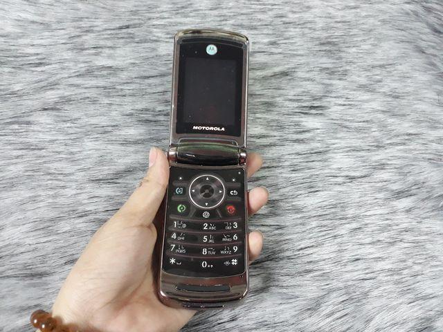 Motorola V9 màu đồng nguyên zin thay vỏ sáng bóng đẹp 98% - Ms 3086