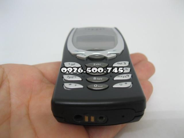 Nokia-8250-Den_1.jpg