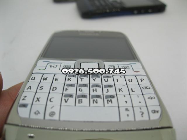 Nokia-E71-Trang_2.jpg