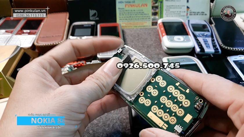Khac-phuc-loi-man-hinh-tren-nokia-8850-gold_3.jpg