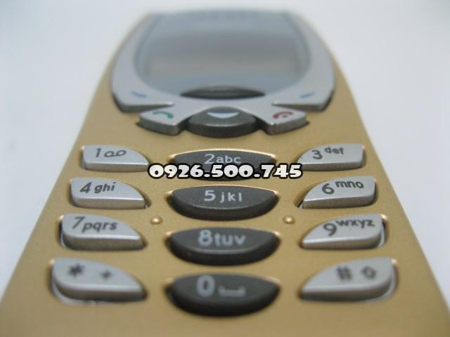 Nokia-8250_7BMkNb.jpg